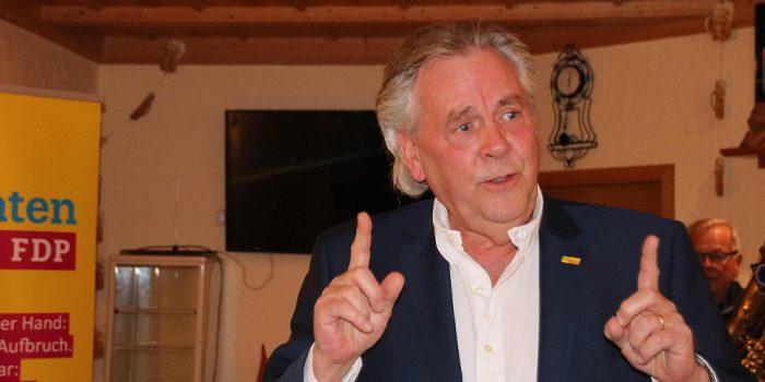 Albert Duin forderte beim Aschermittwoch der Kulmbacher FDP mehrspuriges Denken