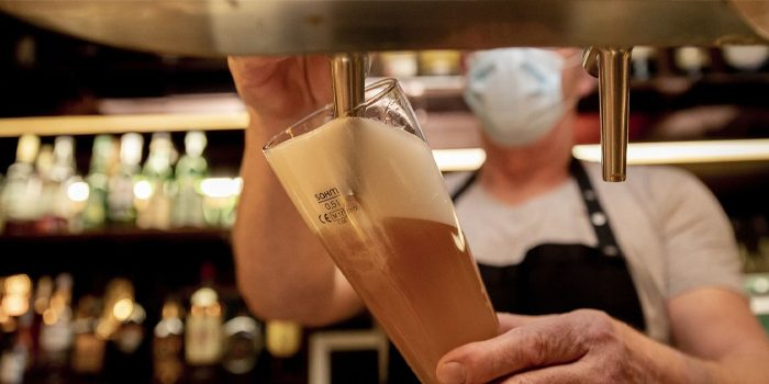 Corona-Beschlüsse: Kopfschütteln bei bayerischen Gastronomen